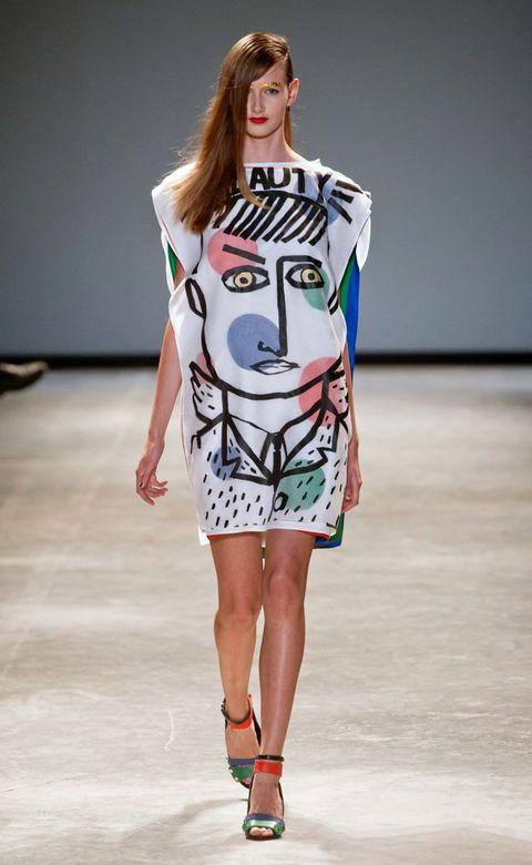 Fashion show, Shoulder, Runway, Joint, Fashion model, Style, Fashion, Model, Street fashion, Waist,