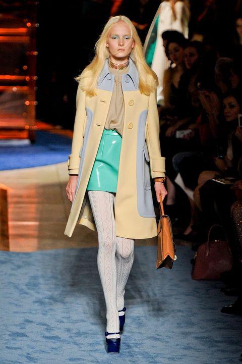 Fashion show, Shoulder, Runway, Winter, Outerwear, Coat, Fashion model, Style, Jacket, Street fashion,