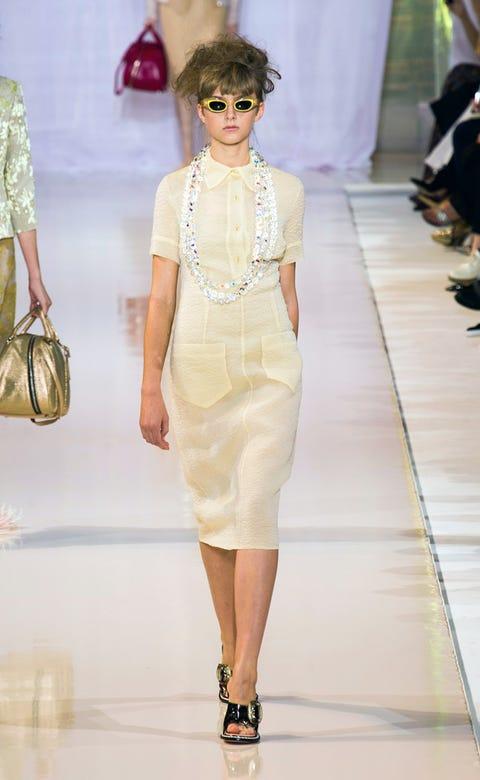 Eyewear, Shoulder, Fashion accessory, Joint, Style, Fashion show, Bag, Fashion model, Sunglasses, Fashion,