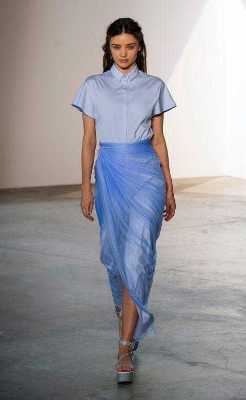 Blue, Sleeve, Shoulder, Fashion show, Human leg, Joint, Style, Waist, Electric blue, Fashion model,