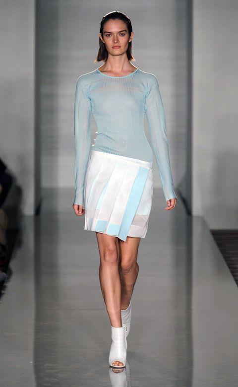 Fashion show, Human leg, Shoulder, Joint, Runway, Style, Waist, Fashion model, Knee, Fashion,