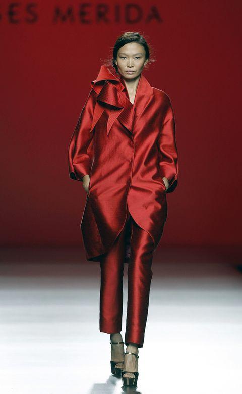 Sleeve, Human body, Shoe, Red, Fashion show, Style, Collar, Fashion model, Runway, Fashion,