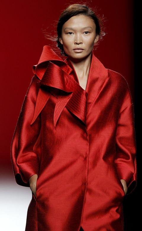 Lip, Sleeve, Collar, Textile, Red, Fashion model, Fashion, Jacket, Maroon, Fur,
