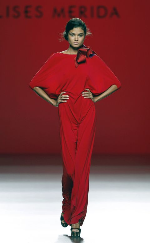 Shoulder, Red, Style, Fashion model, Fashion show, Runway, Waist, Fashion, Model, Jewellery,