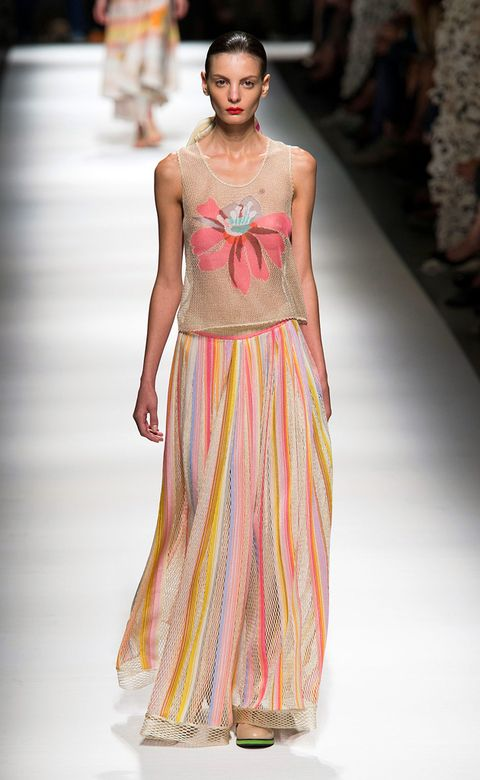 Fashion show, Shoulder, Textile, Joint, Runway, Dress, Fashion model, Style, Formal wear, One-piece garment,