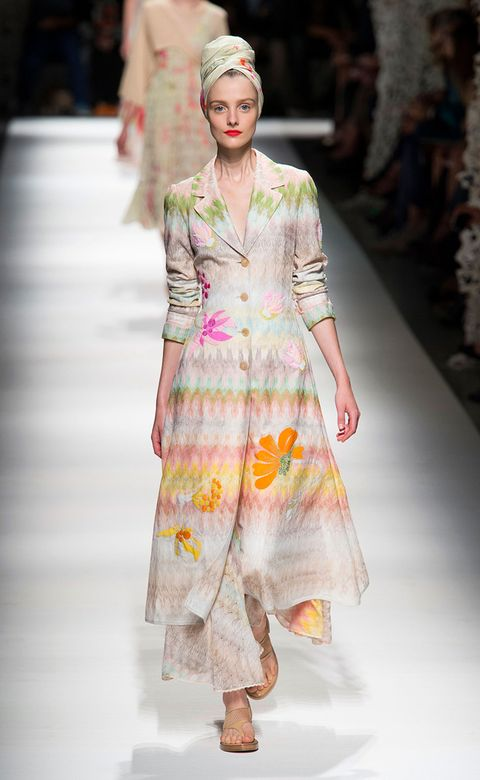 Clothing, Event, Fashion show, Shoulder, Runway, Fashion model, Style, Street fashion, Fashion, One-piece garment,