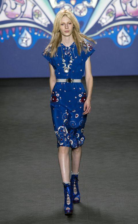 Blue, Shoulder, Human leg, Joint, Dress, Electric blue, Style, One-piece garment, Fashion model, Fashion show,