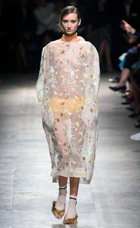 Clothing, Fashion show, Shoulder, Runway, Joint, Fashion model, Style, Street fashion, Fashion, Neck,