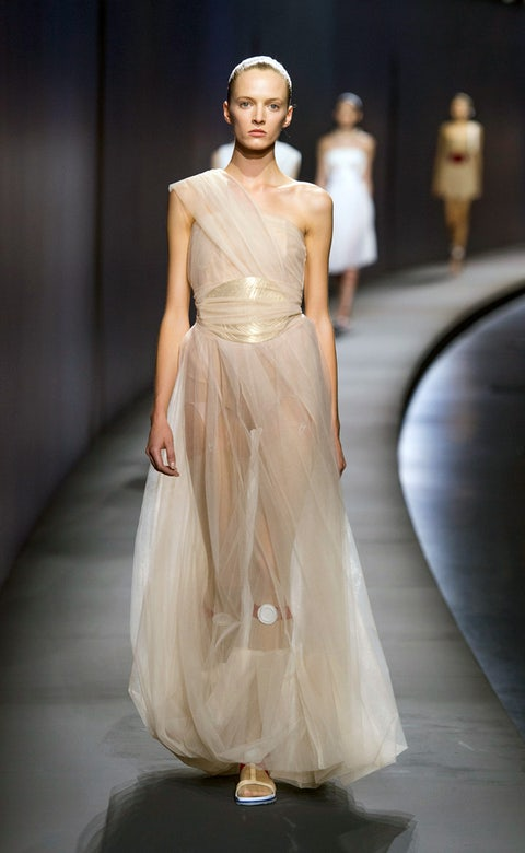 Hairstyle, Fashion show, Shoulder, Dress, Joint, Runway, Style, Gown, Formal wear, Fashion model,
