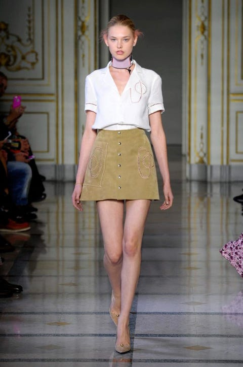 Brown, Sleeve, Collar, Shoulder, Human leg, Joint, Style, Waist, Knee, Fashion model,