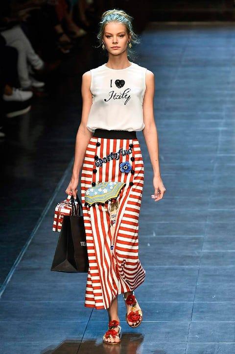 Shoulder, Fashion show, Joint, Waist, Style, Fashion model, Fashion accessory, Street fashion, Runway, Fashion,