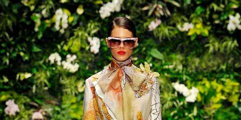 Fashion show, Outerwear, Runway, Style, Fashion model, Sunglasses, Fashion, Street fashion, Spring, Model,