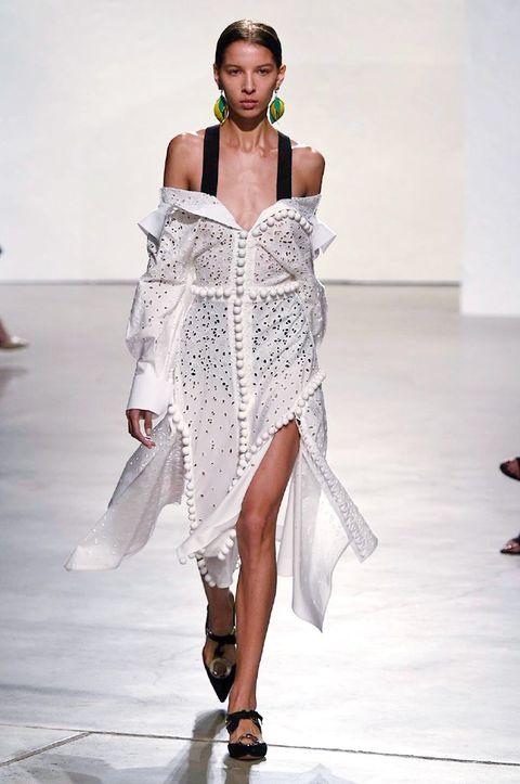 Shoulder, Fashion show, Joint, Runway, Style, Jewellery, Waist, Fashion model, Fashion accessory, Fashion,