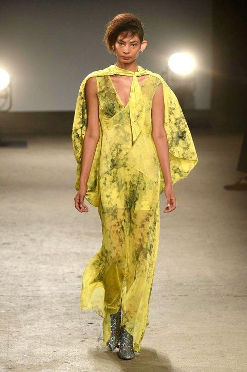 Yellow, Fashion show, Style, Fashion model, Runway, Fashion, Jewellery, Model, Waist, Fashion design,