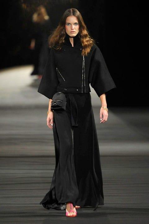 Style, Formal wear, Fashion model, Fashion, Fashion show, Street fashion, Costume design, Jewellery, Sandal, Fashion design,