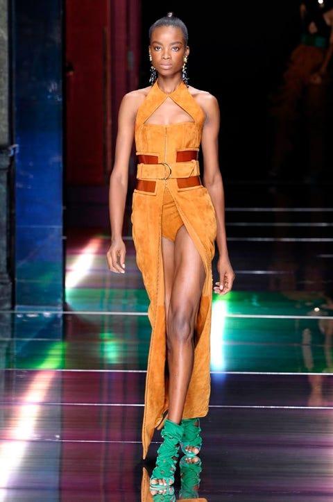 Leg, Fashion show, Human leg, Shoulder, Runway, Joint, Style, Fashion model, Amber, Thigh,