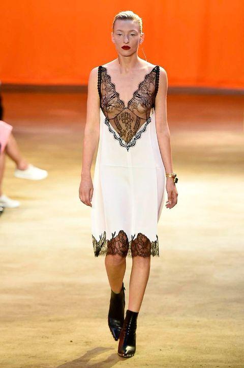 Fashion show, Dress, Runway, Style, Fashion model, Waist, Fashion, Model, Jewellery, Street fashion,