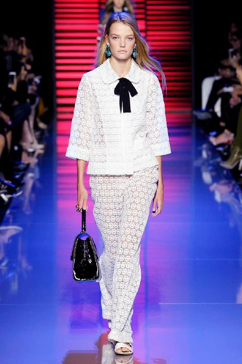 Fashion show, Shoulder, Outerwear, Runway, Style, Fashion model, Fashion accessory, Street fashion, Bag, Fashion,