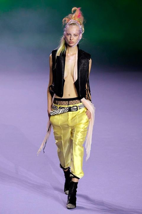 Fashion show, Style, Runway, Waist, Fashion model, Fashion, Costume design, Headpiece, Knee, Thigh,