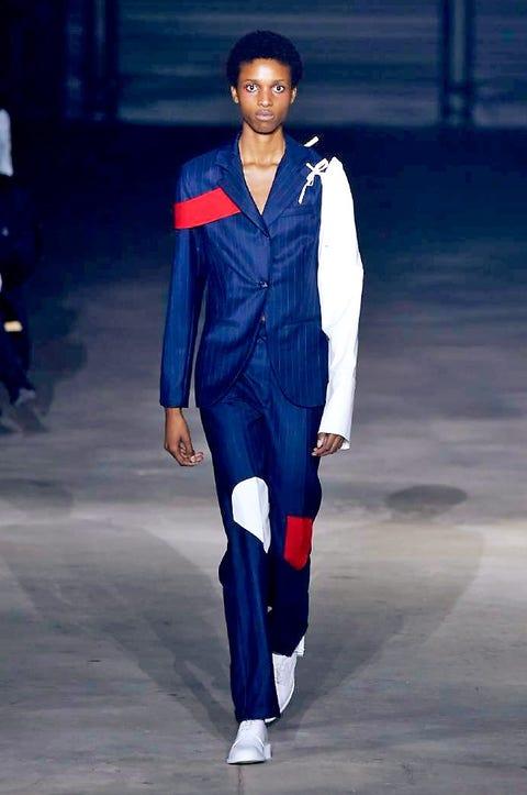 Fashion show, Runway, Style, Fashion model, Electric blue, Fashion, Street fashion, Cobalt blue, Knee, Model,
