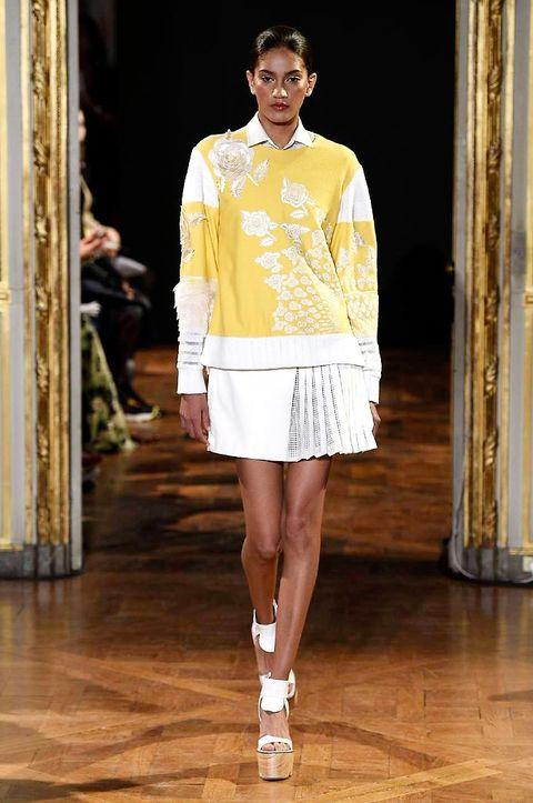 Sleeve, Shoulder, Fashion show, Human leg, Style, Fashion model, Runway, Floor, Knee, Waist,
