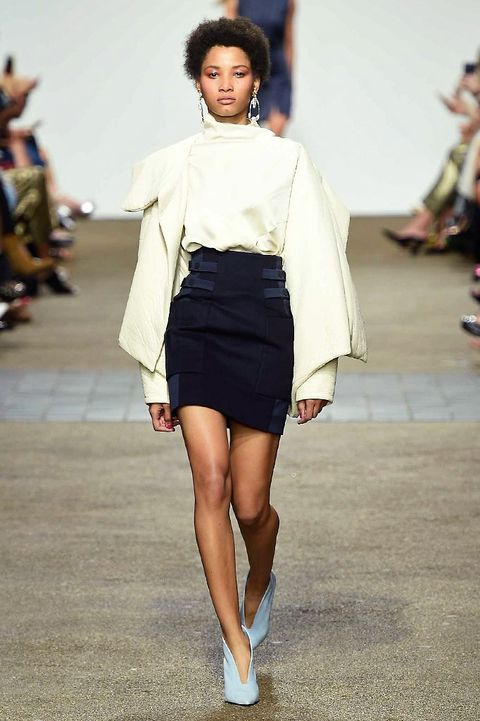Fashion show, Shoulder, Joint, Human leg, Runway, Fashion model, Style, Knee, Street fashion, Fashion,