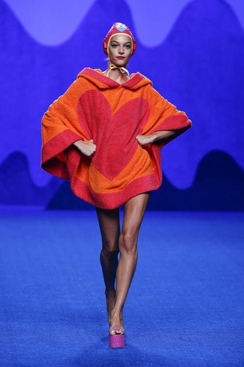 Human leg, Red, Fashion show, Electric blue, Runway, Fashion, High heels, Knee, Fashion model, One-piece garment,