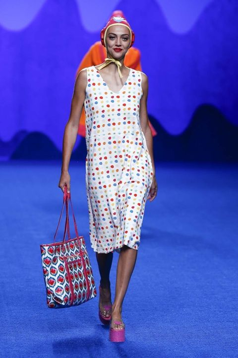 Blue, Shoulder, Red, Dress, Bag, Fashion accessory, Style, Electric blue, Pattern, Luggage and bags,