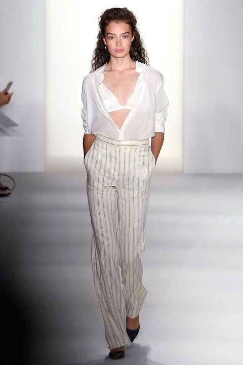 Shoulder, Fashion show, Joint, Waist, Style, Fashion model, Fashion, Neck, Model, Runway,