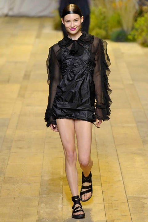 Fashion model, Fashion show, Fashion, Clothing, Runway, Footwear, Leg, Fashion design, Haute couture, Outerwear,