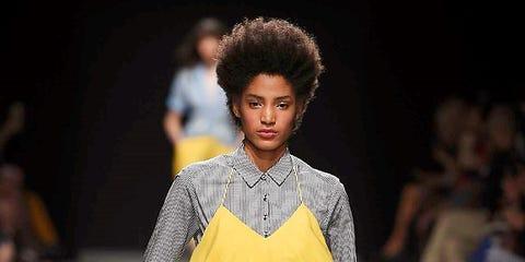 Fashion show, Style, Runway, Street fashion, Fashion model, Pattern, Fashion, Waist, Jewellery, Knee,