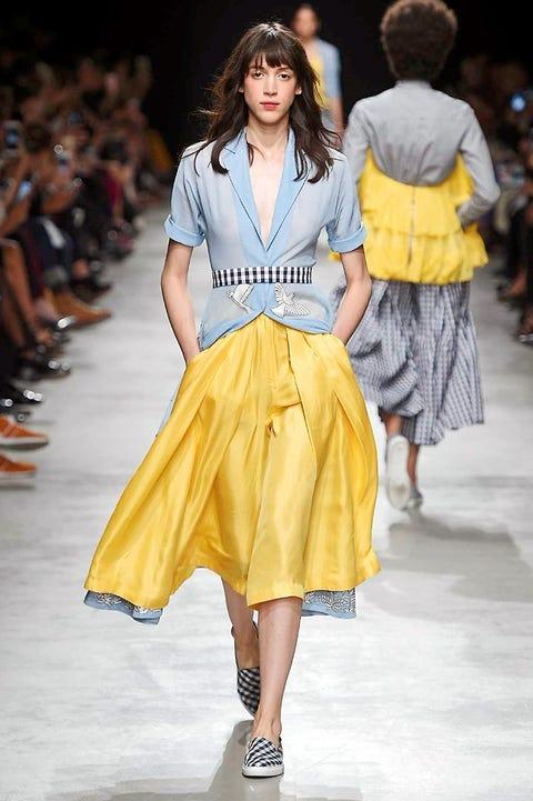 Clothing, Footwear, Leg, Yellow, Sleeve, Shoulder, Fashion show, Joint, Human leg, Waist,
