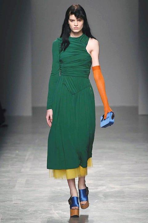 Clothing, Leg, Sleeve, Dress, Shoulder, Human leg, Joint, One-piece garment, Formal wear, Floor,