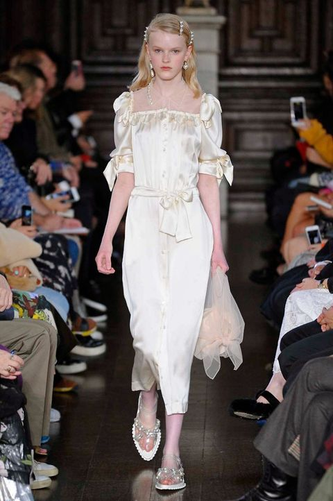 Fashion model, Fashion, Fashion show, Clothing, White, Runway, Haute couture, Shoulder, Dress, Footwear,