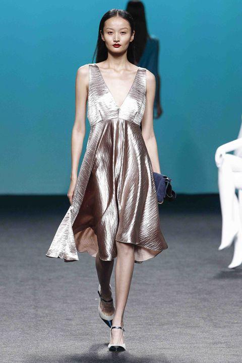 Fashion model, Fashion show, Fashion, Runway, Clothing, Dress, Shoulder, Fashion design, Public event, Haute couture,