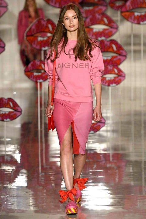 Fashion model, Fashion show, Fashion, Runway, Clothing, Footwear, Shoulder, Pink, Sandal, Public event,
