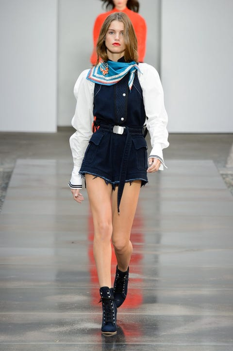 Fashion, Clothing, Fashion model, Fashion show, Runway, Fashion design, Footwear, Human, Outerwear, Street fashion,