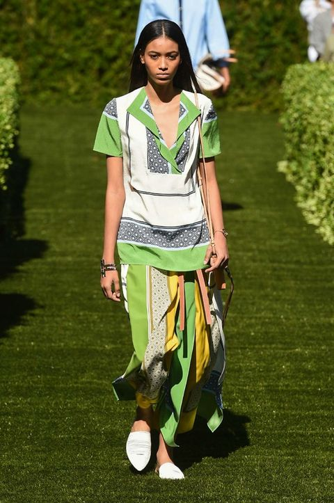 Clothing, Fashion, Grass, Lawn, Street fashion, Fashion design, Runway, Trousers, T-shirt,