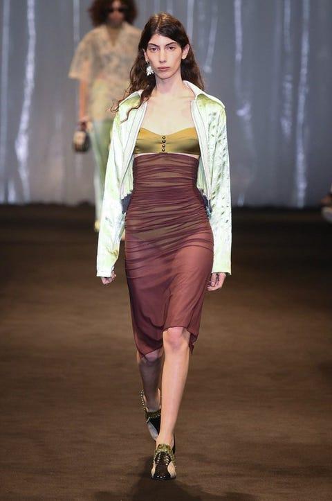 Fashion model, Fashion show, Fashion, Runway, Clothing, Fashion design, Dress, Shoulder, Public event, Haute couture,