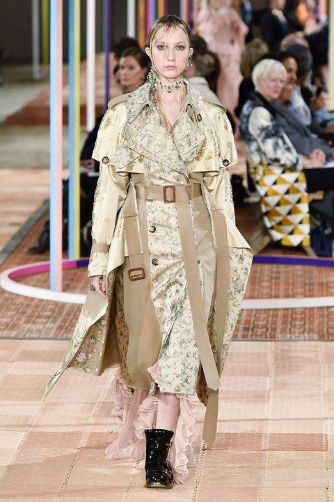 Fashion, Fashion model, Fashion show, Clothing, Runway, Haute couture, Fashion design, Outerwear, Event, Dress,