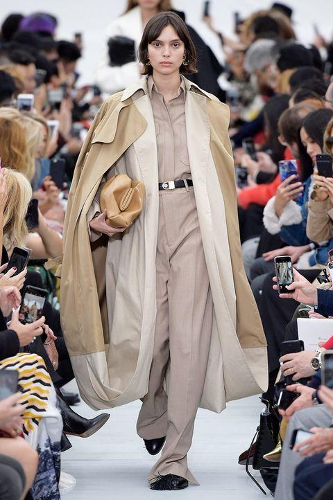 Fashion model, Fashion show, Fashion, Runway, Clothing, Outerwear, Coat, Haute couture, Street fashion, Event,