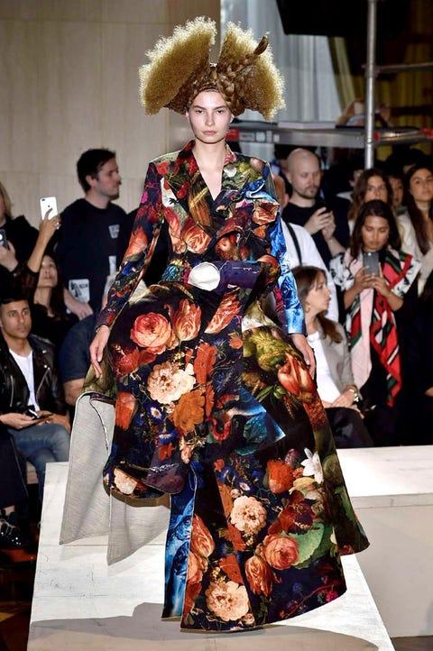 Fashion, Clothing, Kimono, Fashion show, Runway, Fashion model, Fashion design, Haute couture, Event, Costume,
