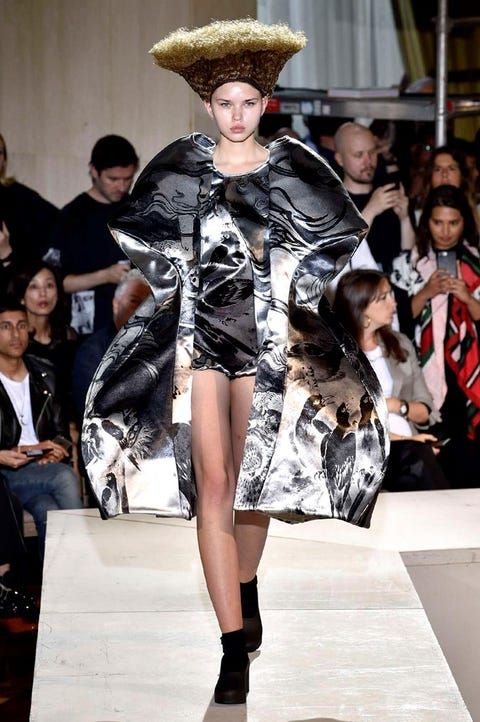 Fashion model, Fashion, Runway, Fashion show, Clothing, Fashion design, Event, Haute couture, Fur, Outerwear,
