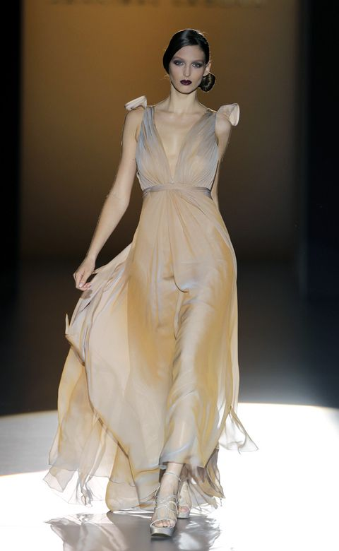Hairstyle, Shoulder, Dress, Fashion model, Style, Formal wear, Gown, Fashion show, One-piece garment, Fashion,