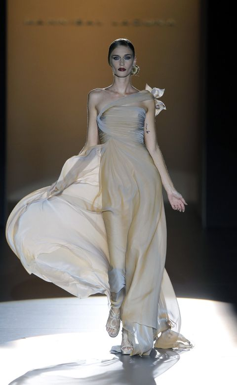 Hairstyle, Shoulder, Dress, Fashion show, Joint, Fashion model, Gown, Style, Formal wear, One-piece garment,