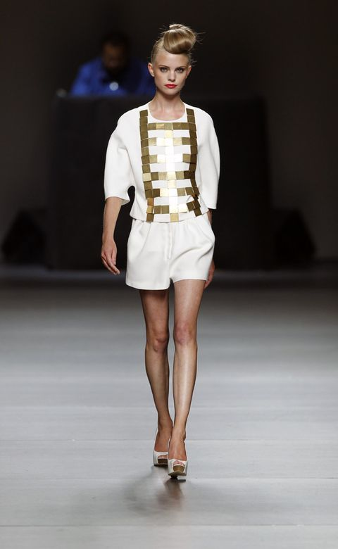 Clothing, Hairstyle, Fashion show, Shoulder, Human leg, Joint, Outerwear, Fashion model, Runway, Style,