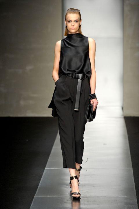 Shoulder, Fashion show, Human leg, Joint, Runway, Waist, Style, Fashion model, Knee, Fashion,