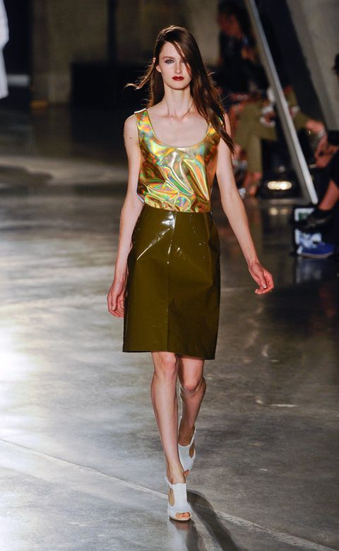 Fashion show, Shoulder, Human leg, Joint, Runway, Waist, Fashion model, Style, Jewellery, Street fashion,