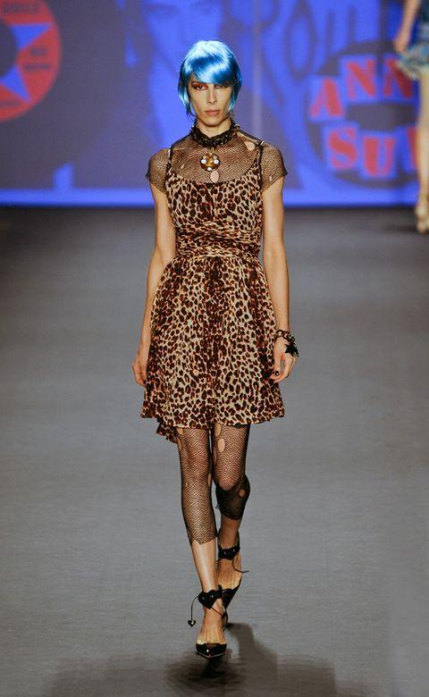 Fashion show, Shoulder, Joint, Runway, Fashion model, Style, Dress, Fashion, Neck, Waist,