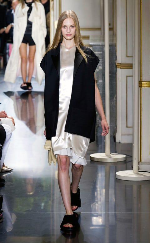 Leg, Shoulder, Human leg, Fashion show, Outerwear, Fashion model, Style, Formal wear, Runway, Fashion,